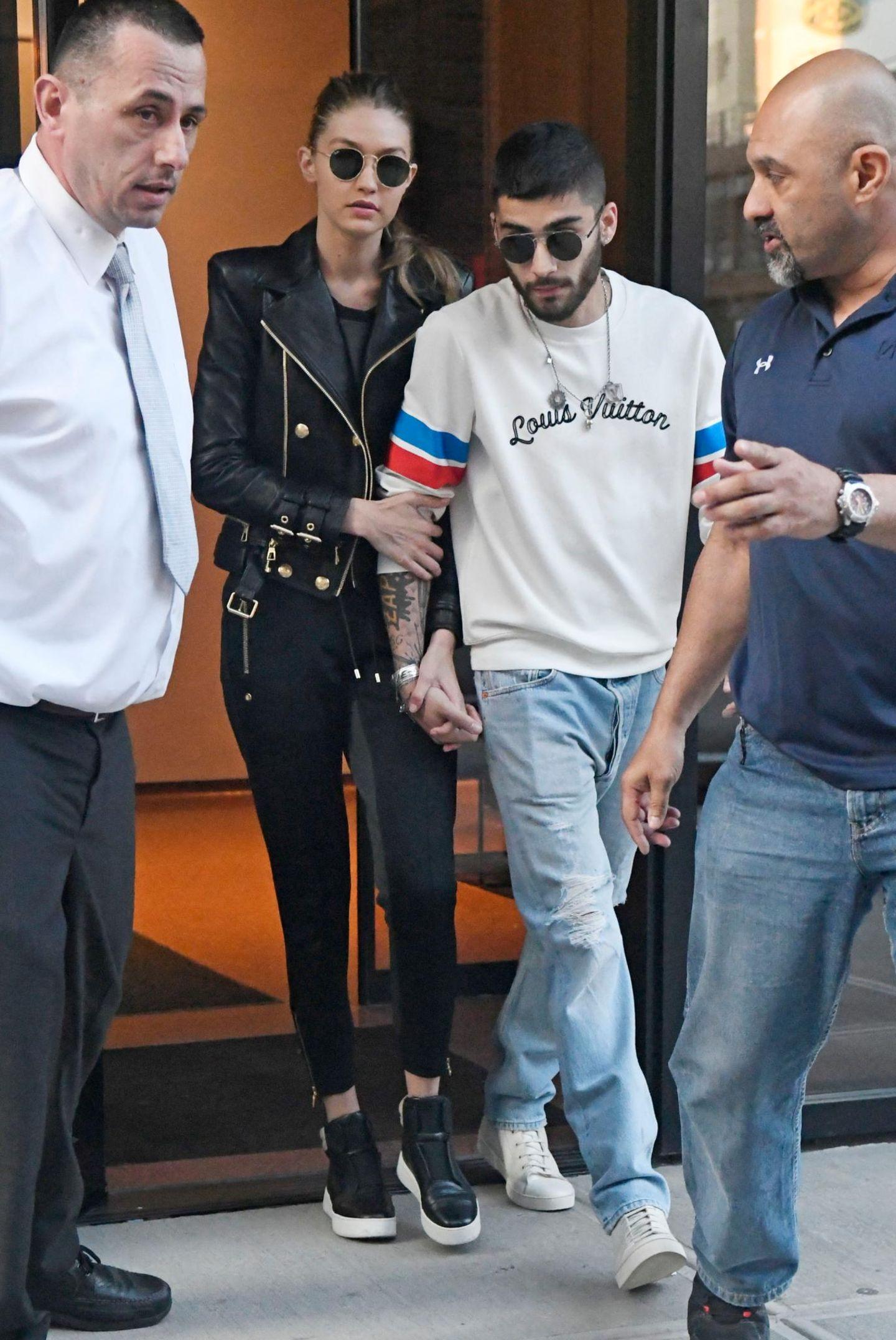 10. Juni 2016: Das ist wohl der endgültige Beweis, dass Gigi Hadid und Zayn Malik wieder ein Paar sind. Das Model und der Sänger verlassen ihre Wohnung in New York Hand in Hand.