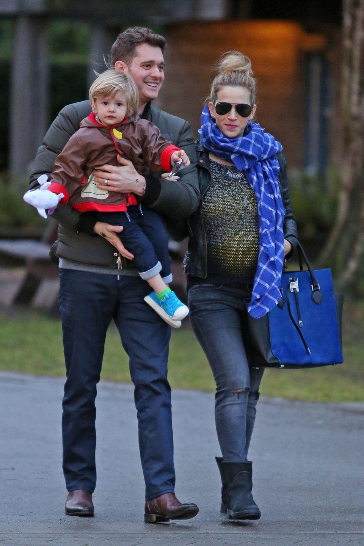 17. Januar 2016: Michael Bublé und seine schwangere Frau Luisana Lopilato machen mit Sohn Noah einen Spaziergang durch Vancouver.