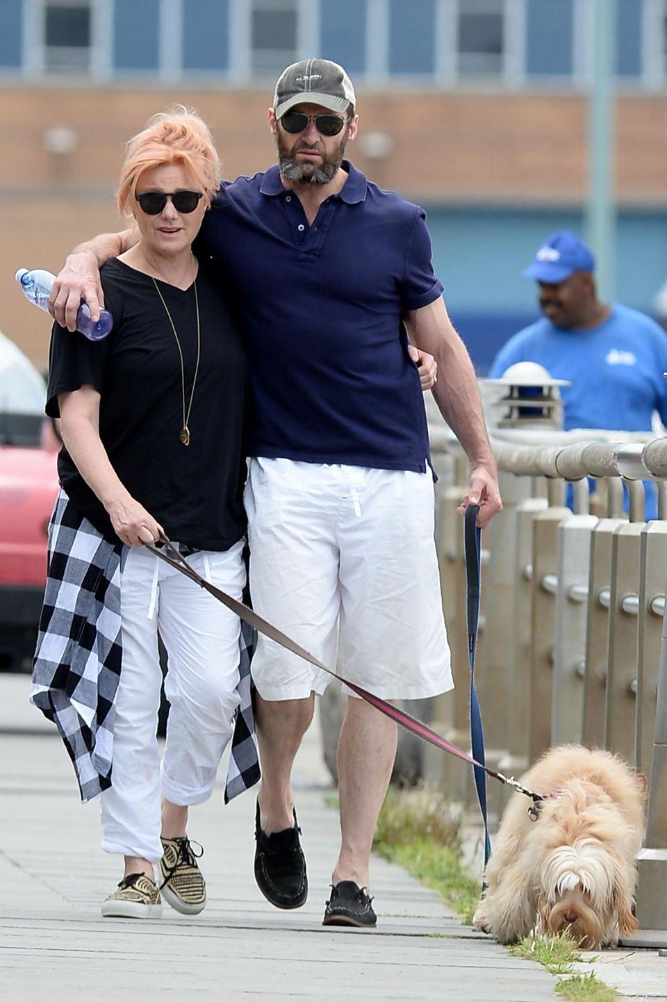 3. Juli 2016: Deborra-Lee Furness und Hugh Jackman sind ein herrlich bodenständiges Paar. Fast unerkannt schlendern sie mit ihrem Hund durch New York.