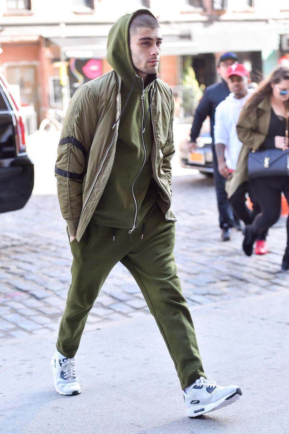 30. März 2016: Zayn Malik wird komplett in Tarnfarben in New York gesichtet.
