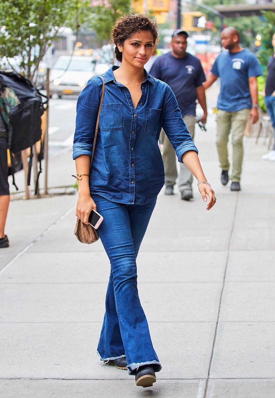 Im kompletten Denim-Look ist Camila Alves in New York ein toller Hingucker.