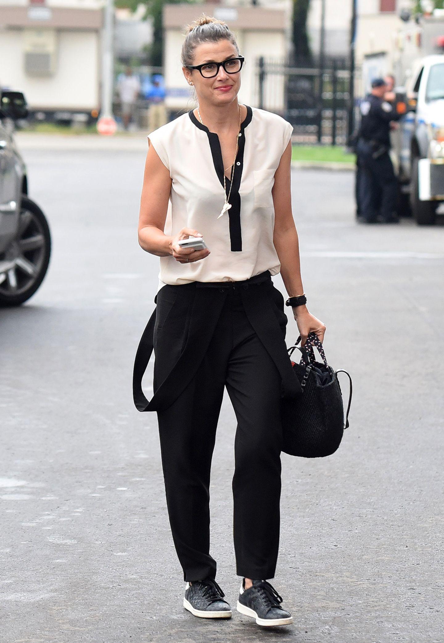 Sportlich-elegant in Schwarz-Weiß zeigt sich Bridget Moynahan als Zuschauerin bei den US Open in New York