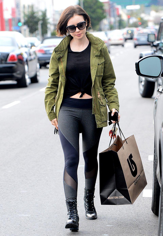 Eine sportive Leggings, Schnürstiefel und die olivgrüne Baumwolljacke - mehr braucht es für Lily Collins nicht, um super auszusehen.