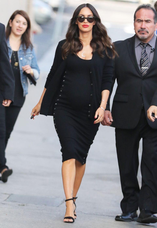 Während ihrer zweiten Schwangerschaft verzichtet Megan Fox nicht auf sexy Klamotten.