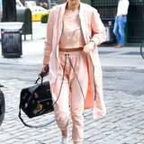 Sportlich und stylisch in Rosa zeigt sich Topmodel Gigi Hadid in New York.