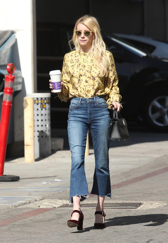 Hollywood-Nachwuchs Emma Roberts genießt die Oktober-Sonne in einem Retro angehauchten Outfit.