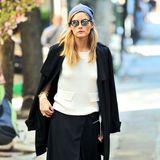 It-Girl und Fashionista Olivia Palermo flaniert in einem herbstlichen Oversize-Look durch New York.