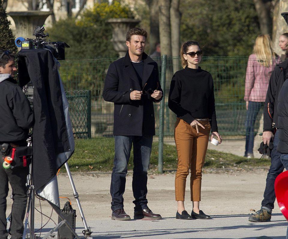 """29. Februar 2016: Die Schauspieler Scott Eastwood und Ana de Armas drehen in Paris einige Szenen für den Actionthriller """"Overdrive""""."""