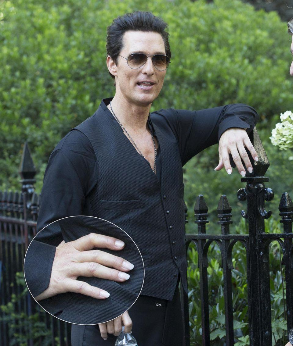 """Für die Rolle trägt er perfekt manikürte Fingernägel: Matthew McConaughey bei den Dreharbeiten am Set von """"The Dark Tower"""" in New York."""