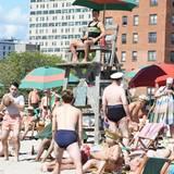 Ja, Sie gucken richtig! Justin Timberlake ist unter die New Yorker Bademeister gegangen.