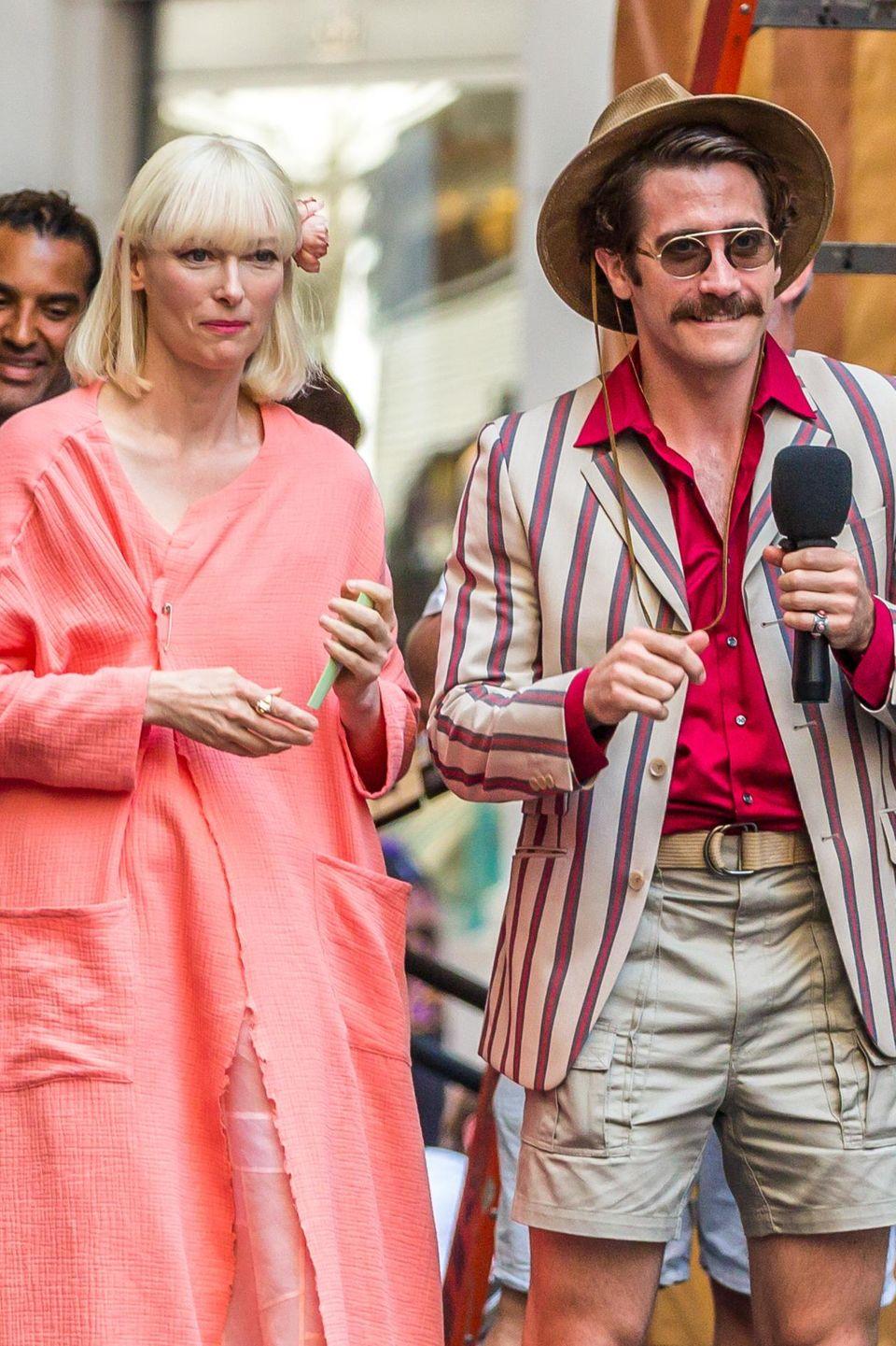 """Der erste Drehtag von """"Okja"""" und schon so viel Spaß! HIer sehen Sie Tilda Swinton neben - unglaublich, aber wahr - Jake Gyllenhaal. Er wird von Jahr zu Jahr wandelbarer."""