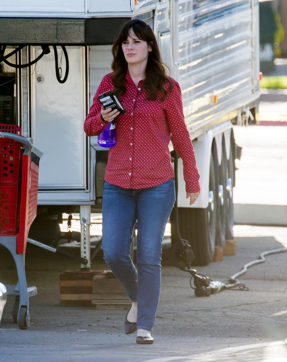 "11. Februar 2016: Zooey Deschanel ist am Set von ""New Girl"" in Los Angeles."