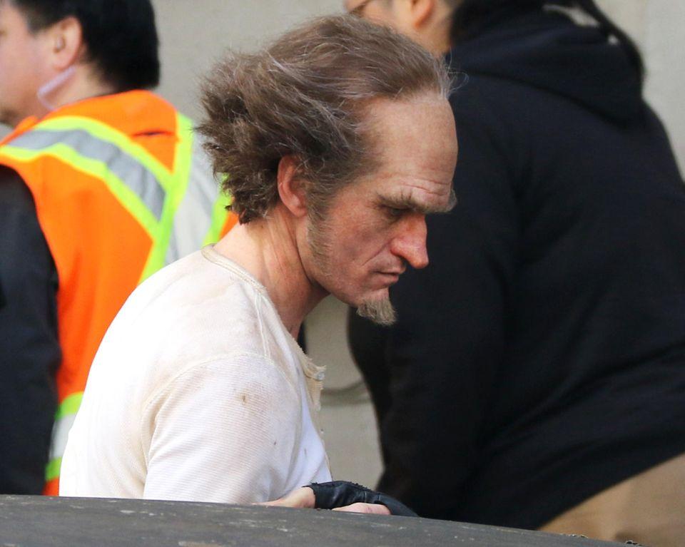 """25. April 2016: Wer steckt denn hinter dieser Maskerade? Kaum zu erkennen ist Neil Patrick Harris als Count Olaf bei den Dreharbeiten zu der Netfix Serie """"A Series of Unfortunate Events""""."""