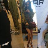... verbringt ihren ersten Fashionweek-Tag beim Fitting des Labels Riani und ...