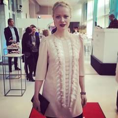 """Nach dem Auschecken macht sich Franziska Knuppe direkt auf zu ihrem letzten Event einer spannenden Woche. Als einer der ersten Gäste kommt sie zum """"GALA Fashion Brunch"""". Auch hier präsentiert sie sich noch einmal topgestylt."""