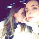"""Zusammen mit der Stylistin Ines Kindel jagt Eva Padberg im Taxi durch Berlin. Ihr Ziel: ein Baumarkt. Hier findet die Show des Designer-Duos """"Perret Schaad"""" statt."""