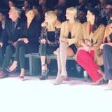 Dort begutachtet sie von der ersten Reihe aus die neuesten Fashiontrends und ist in toller Gesellschaft. Nur zwei Plätze neben ihr sitzt Topmodel Irina Shayk.