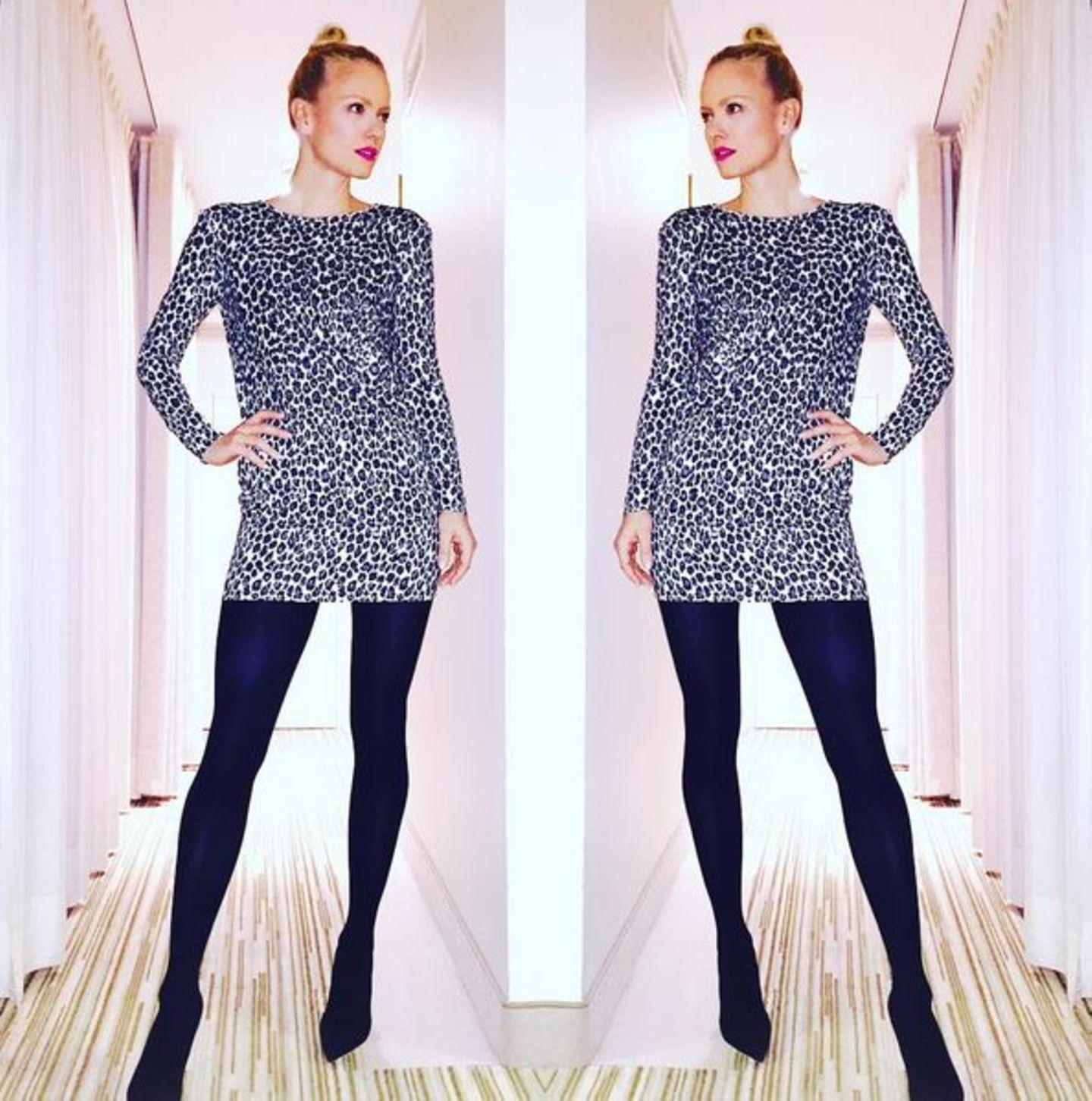 Während die Fashionweek tobt, stehen auch die Kleiderschranktüren unserer Promis nicht still. Umstylings gehören in dieser Woche zum normalen Tagesablauf. Franziska Knuppe hat sich für das MBFWB-Opening-Event für dieses Leo-Kleid entschieden. Outfit Nummer Eins steht damit schon einmal.