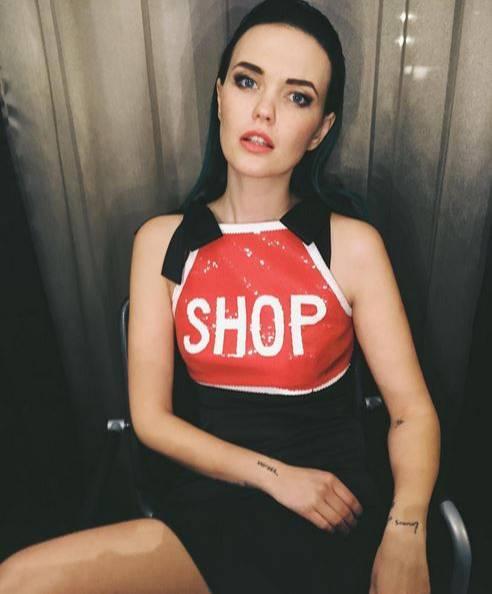 Während der Fashionweek scheint Bonnie Strange besonders auf ein Label zu setzen. In der Stylingbox bekommt sie von Modeexperte Dominic Keller einen neuen Moschino-Look verpasst.