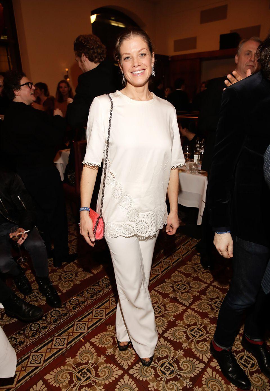 """In einem orientalisch angehauchten Ensemble feiert Schauspielerin Marie Bäumer auf der """"Mercedes-Benz & VOGUE Fashion Night""""."""
