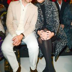 Supermodel Karolina Kurkova verschönert mit ihrem Mann Archie Drury die Frontrow von Guido Maria Kretschmer.