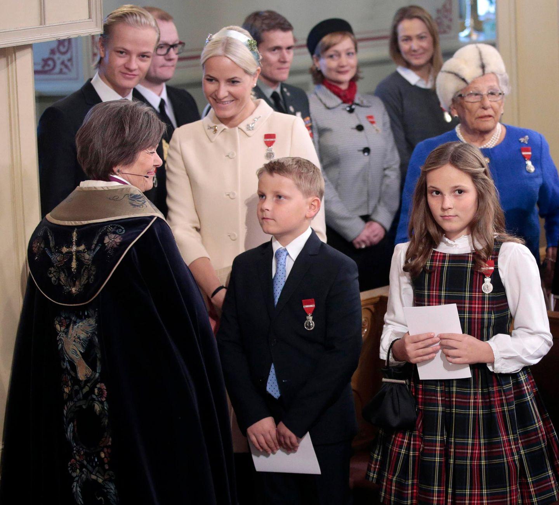 Marius Borg Höiby, Prinzessin Mette-Marit, Prinz Sverre Magnus und Prinzessin Ingrid Alexandra in der Schlosskapelle.