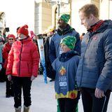 """Prinz Sverre Magnus hat die große Ehre, das olmypische Feuer für """"Lillehammer 2016"""" zu tragen."""