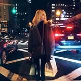 Warm eingepackt für ihre New Yorker Shoppingtour ist Maria-Olympia im schwarz-grauen Outfit.