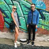 Sportlich und sexy in Grau zeigt sich Maria-Olympia mit Fashion-Blogger Jack Siebert.