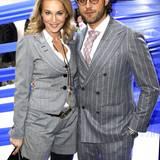 Partnerlook kann auch ziemlich übertrieben wirken. Moderatorin Caroline Beil und ihr Freund Philipp Sattler sind mit ihren Nadelstreifen-Outfits ein ziemlich gutes Beispiel dafür.