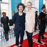 Gern gesehene Gäste auf der Fashion Week: Make-up-Artist Boris Entrup und Topmodel Franziska Knuppe, in einem Kleid von Elisabetta Franchi.