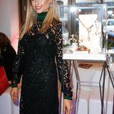 Fashionista Cathy Hummels trug zu ihrem eleganten Kleid von Salvatore Ferragamo passenden Ohrschmuck von Cadenzza.