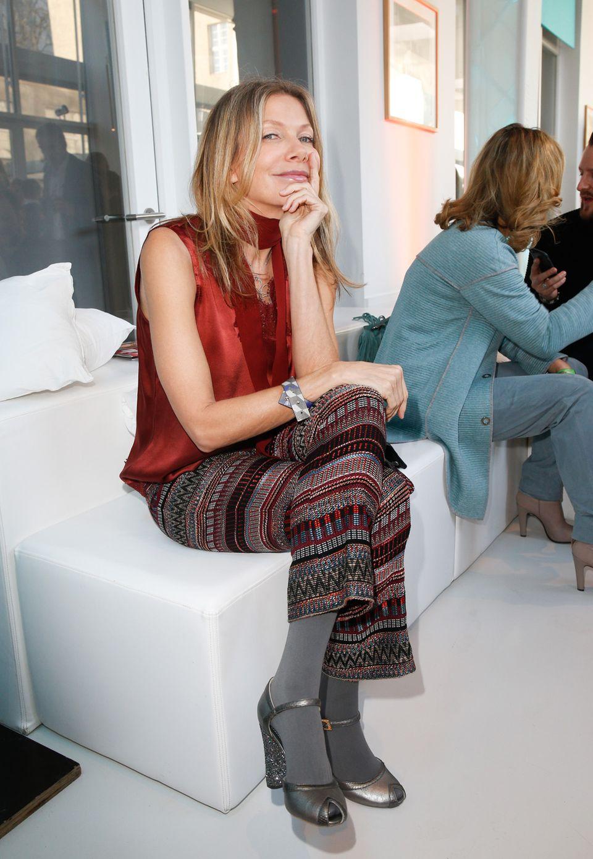 Ursula Karven, in einem Komplett-Look von Riani, hatte nur einen Lippenstift in ihrer Handtasche – aber mehr braucht die schöne Schauspielerin auch nicht.