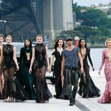 In Sydney gibt sich Gruppenchef Thoams Hayo mit seinen Mädchen siegessicher.
