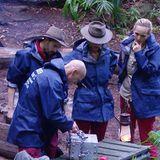 Die Camper haben die Schatztruhe gefunden. Jetzt müssen sie nur noch jeweils ihren auswendig gelernten Code am jeweiligen Schloss eingeben.