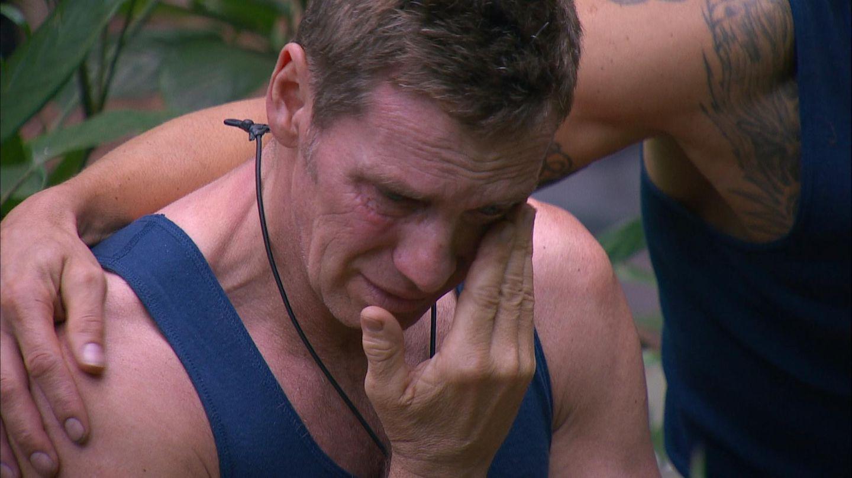 """Jürgen fängt an zu weinen, als Rolf weg ist. """"Das ist nicht wegen Rolf. Diese Situation hat mich so an meinen Vater erinnert! Von Rolf konnte ich mich verabschieden, von meinem Vater nicht. Ich bin so ein starker Mensch, ich heule nie. Aber bei solchen Situationen kommt alles hoch."""""""