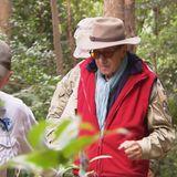 Dr. Bob bringt Rolf Zacher aus dem Camp. Aus gesundheitlichen Gründen muss er den Dschungel verlassen.