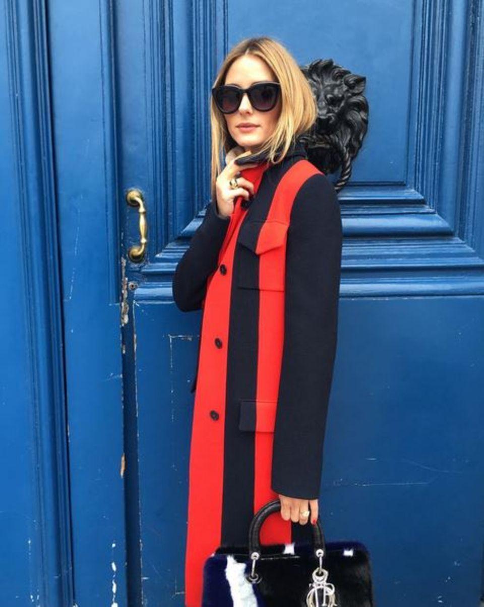 Vor verschlossenen Türen muss Olivia Palermo eigentlich nicht stehen. Auch sie ist nach Paris gekommen, um als allererstes einen Blick auf die Kreationen von Dior zu werfen. Vielleicht entdeckt sie dabei auch einen neuen Ersatz für ihr aktuelles Kuhfleckentäschchen der Modemarke.