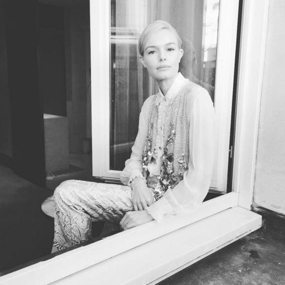 Die bestickte Kleidung hat es Kate Bosworth sogar so sehr angetan, dass sie die Designerstücke auch später - in ihrem Hotel - nicht ausziehen möchte.