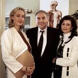 """In """"Ach du Fröhliche"""" aus dem Jahr 1995 spielt Karen Friesicke mit Harald Juhne und Marijam Agischewa."""