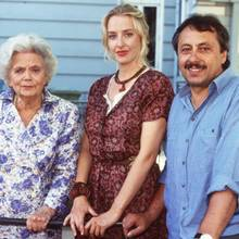 Mit Heidi Kabel und Wolfgang Stumpf steht die Schauspielerin 1994 für eine TV-Theaterproduktion auf der Bühne.