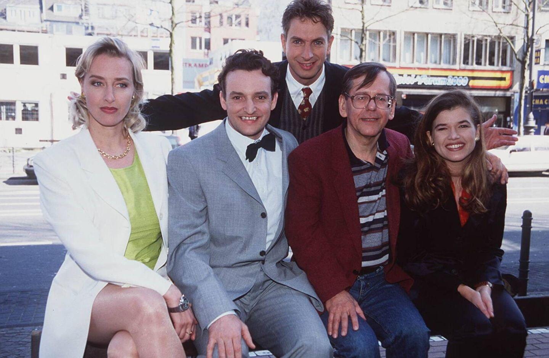 """Comedy Power: Karen Friesicke, Marco Rima, Ingolf Lück, Harald Feuerstein und Anke Engelke bilden gemeinsam von 1996 bis 2002 """"Die Wochenshow""""."""