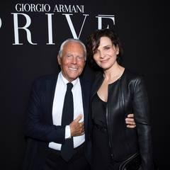 Zwei Legenden unter sich: Die französische Schauspielerin Juliette Binoche posiert mit dem Star-Designer Giorgio Armani höchstselbst.