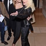 Supermodel Gigi Hadid hat Star-Designerin Donatella Versace offensichtlich zum Fressen gern.