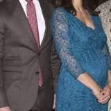 Babybauch Prinzessin Sofia  Silvias Schwiegertochter Sofia erwartet mit Prinz Carl Philip ihr erstes Kind. Weihnachten 2015 zeigt die schöne Prinzessin ihren kleinen Babybauch.
