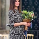 Im Januar 2016 zeigt die Prinzessin Sofia ihre Babykugel bei einem Konzert im Königspalast.