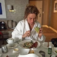 Die Ruhe vor dem Sturm: Brie Larson, Gewinnerin in der Kategorie beste Hauptdarstellerin, frühstückt ausgiebig mit einem Omelett, Bacon und Avocado-Toast.