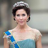 Vier Jahre später, am 14. Mai 2004, heiratet Prinz Frederik seine Mary und aus der Australierin mit schottischen Wurzeln wird Dänemarks Kronprinzessin.