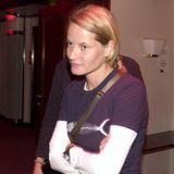 Die schüchterne Mette-Marit Tjessem Høiby wächst im norwegischen Kristiansand auf und geht nach dem Abitur ein Jahr nach Australien.