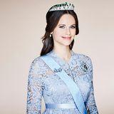 Am 13. Juni 2015 heiraten Prinz Philip und Sofia. Auf der Webseite des schwedischen Königshauses wird Prinzessin Sofia königlich mit Orden und Diadem abgebildet.